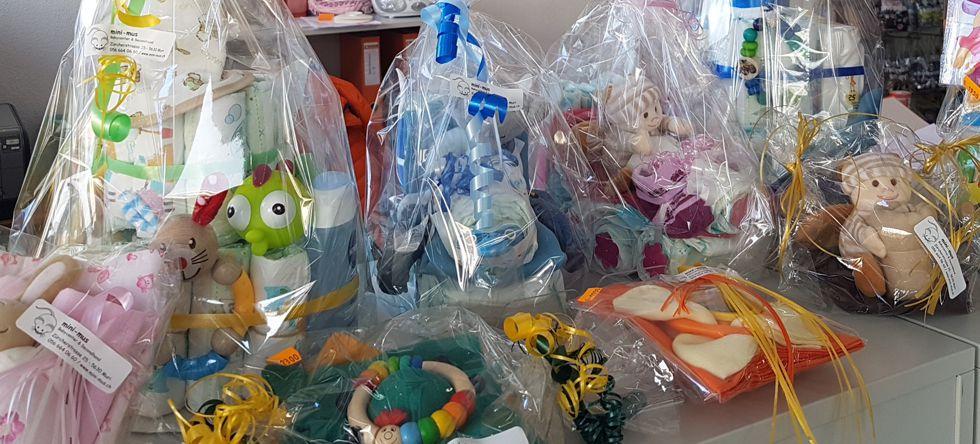 Geschenke von mini-mus Babycenter fertig vorbereitet in Cellophan verpackt